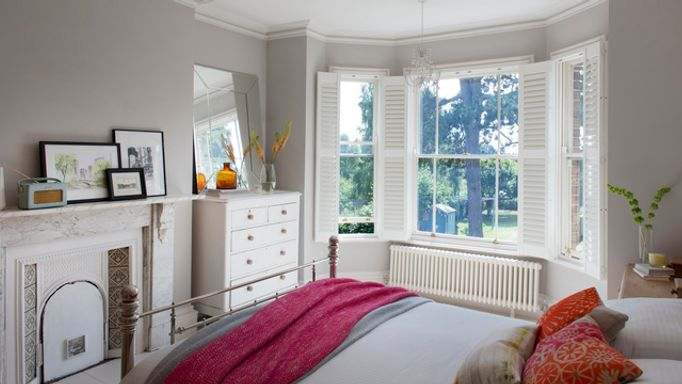 full shutter-bedroom-white-sash windows