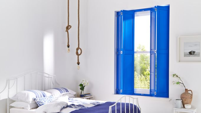 bedroom- solid shutters-sash window