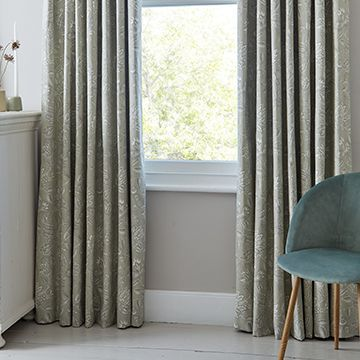 Green curtains in the bedroom - Oralia linen