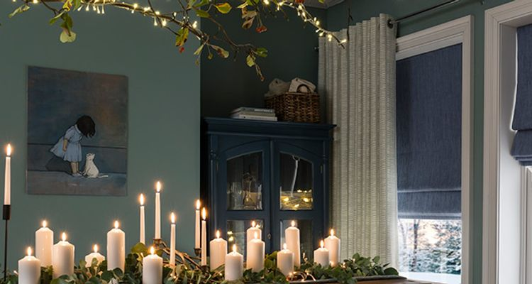 Blue-Romans-Curtains_Dining-Room_Malva-Duckegg_Islita-Blue