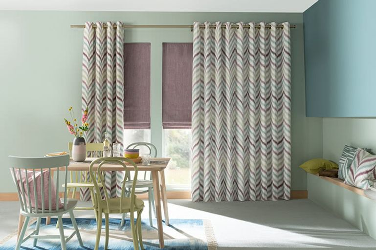 Blue-Curtains-Patterned-Kitchen_ISLITA_THISTLE