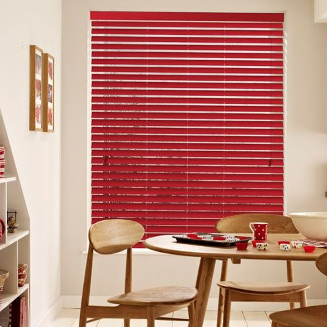 dining room with warm red venetian blinds and matching accessories