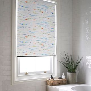 Artistic splash roller blind