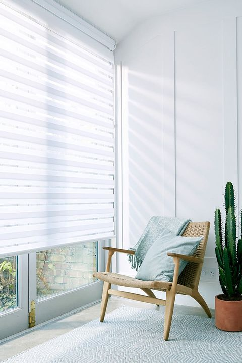 Enlight™Roller Blind_Diffuse White_Living Room