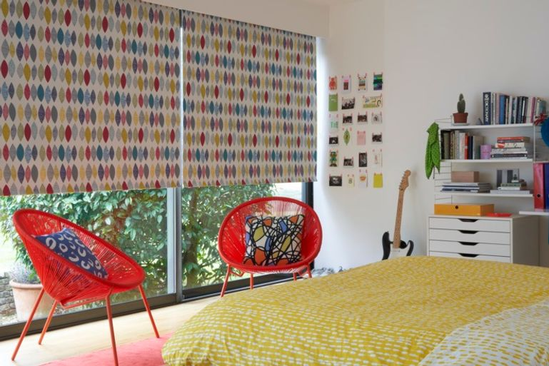 Patterned roller blind in the bedroom - Rainbow landscape