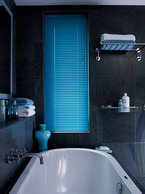 Dark tiled bathroom with midnight blue venetian blinds