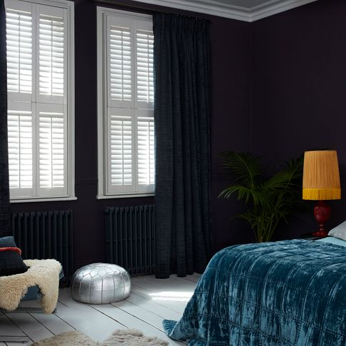 HIL_ABIGAILAHERN_LANDSCAPE_Cley-Mole_curtains_with_Bright-White_tier-on-tier_shutters
