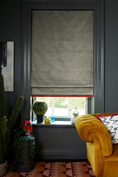 HIL_ABIGAILAHERN_PORTRAIT_Cley-Donkey_Roman_blind_and_Wolfe-Smoulder_cushion_both_with_Colette-Vixen_fringing