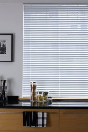 Aluminium Venetian blind in dining room
