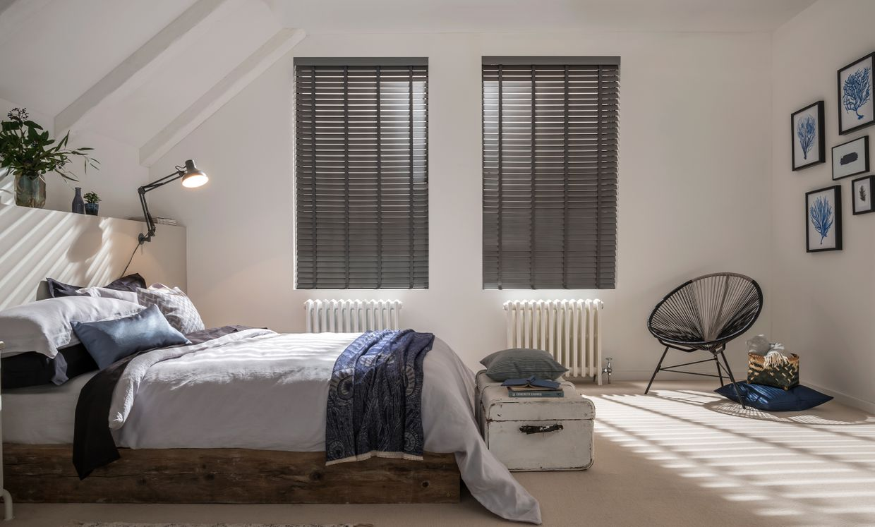 Lunaire Wooden blind in bedroom
