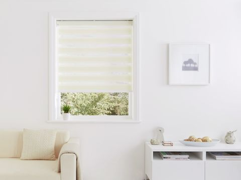 Day & Night blinds in Dawn Ivory in living space