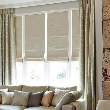 Roman Blind_Rodez Linen And Baroque Natural Curtains_Living Room