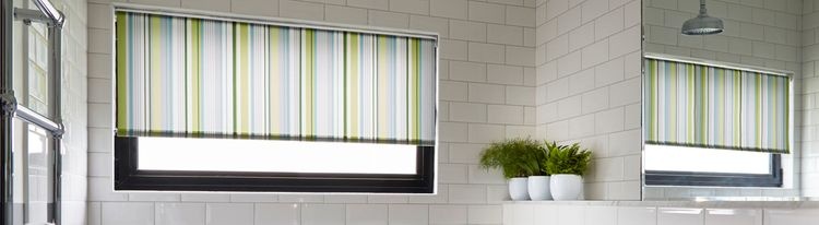 Lexi luscious green Roller blind-Bathroom.jpg