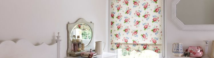 Floral patterned-Roller Blind-Rosie Posie Ivory -Bedroom.jpg