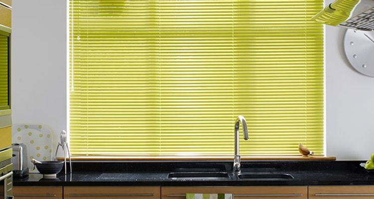 fresh-apple-green-venetian-blind-kitchen