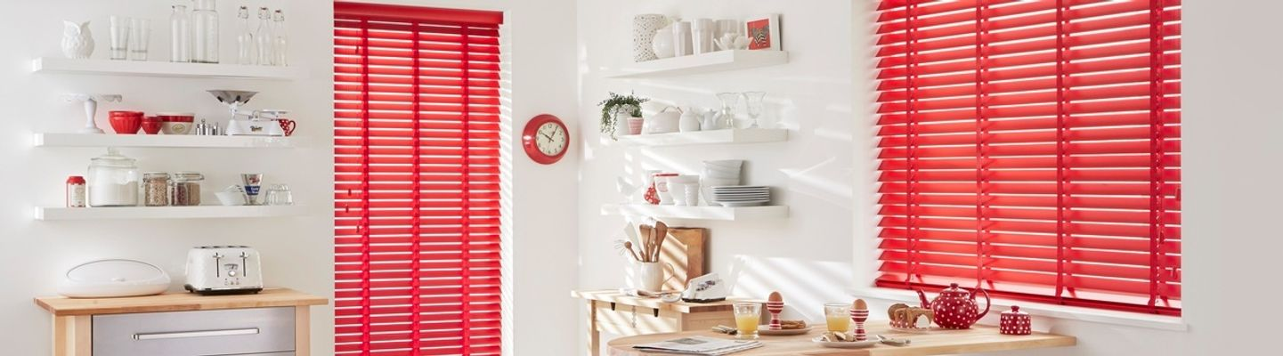 carnaby-pillarbox-red-wood-venetian-blind-kitchen