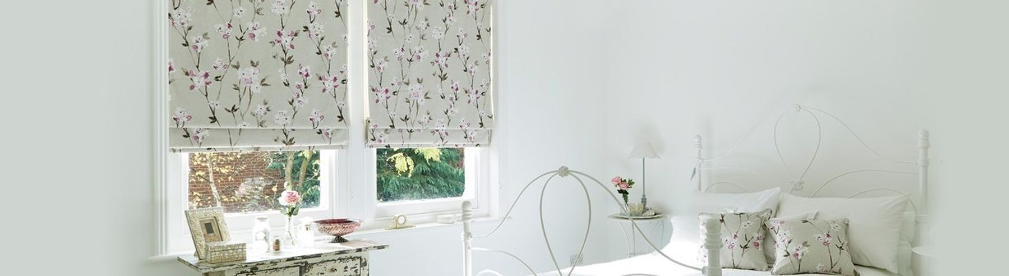 Floral patterned blind-bedroom-Aquarelle Mulberry Roman blind.jpg