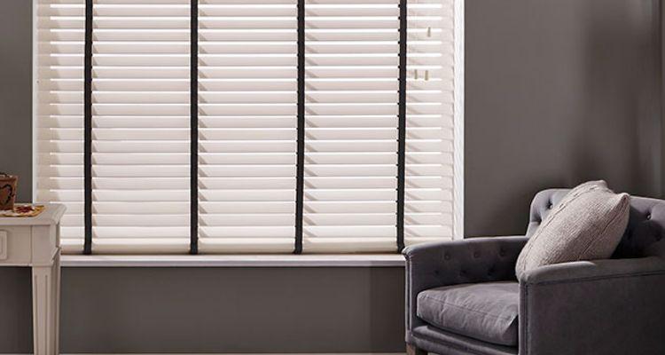 white wooden blinds hillarys. Black Bedroom Furniture Sets. Home Design Ideas