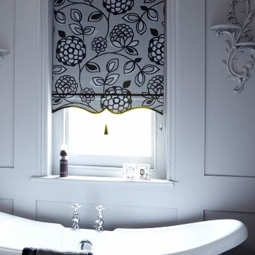 Roller Blind_Serena Monochrome_Bathroom
