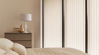 Vertical Blind_Cortina Cream_Bedroom