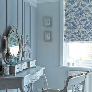 Roman-blind-Toile-French-Blue-Bedroom