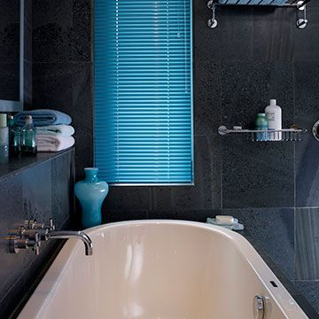 Electric-Aqua-Venetian-Blind-Blue-Bathroom