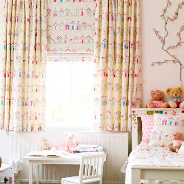 Roman Blind_Beach Huts Pink_Childrens Bedroom