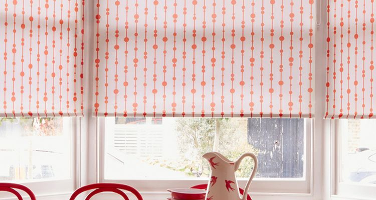 Red patterned roller blind-Dining room-Retta juice orange
