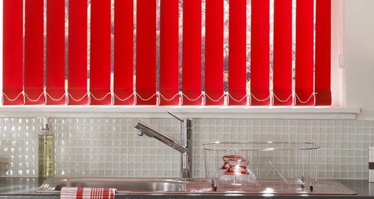 red-vertical-kitchen-acacia-pillarbox