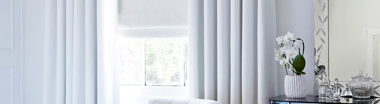 white roman blind - bedroom - truffle white2