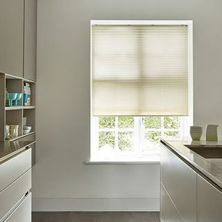 Pleated Blind_Alayna Ivory_Roomset