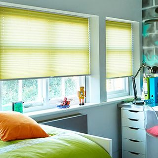 Pleated Blind_Crush Lemon_Roomset