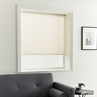 Pleated Blind_Crush Linen_Roomset