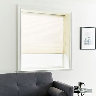 Pleated Blind_Kari Ivory_Roomset