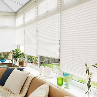 Pleated Blind_Malbec White_Roomset