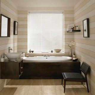 Sheer Luxury Filtra White Venetian blinds in a cosy bathroom
