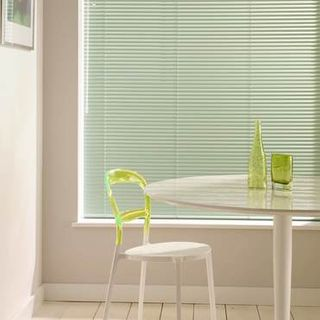 Venetian Blind_Special Finish Fern Green_Roomset