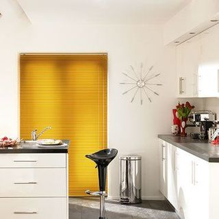 Venetian Blind_Special Finish Glistening Gold_Roomset