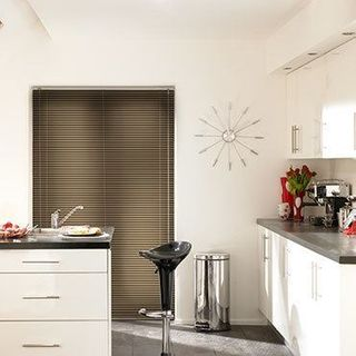 Venetian Blind_Special Finish Graphite_Roomset