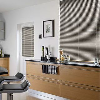 Venetian Blind_Special Finish Shiny Silver_Roomset