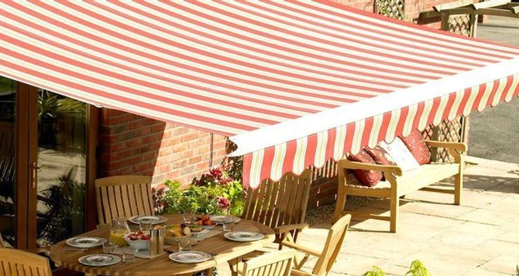 Red-awning---garden---shropshire1