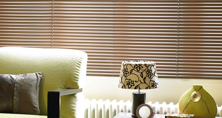 latte-brown-venetian-blind-living-room