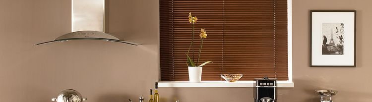 mocha-brown-venetian-blind-living-room