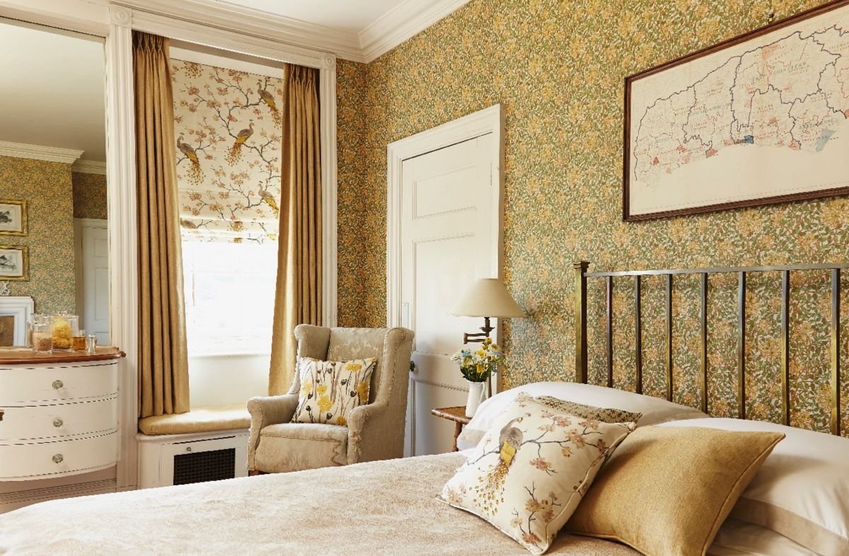 highland-roman-blind-and-curtain-bedroom -