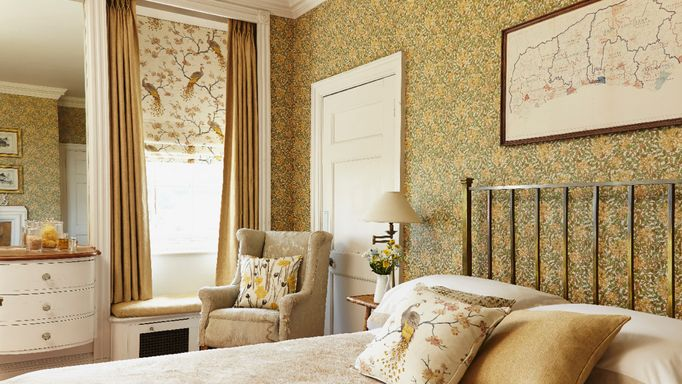 highland-roman-blind-and-curtain-bedroom