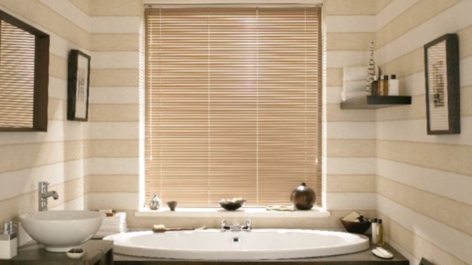 Latte Venetian blind in a bathroom
