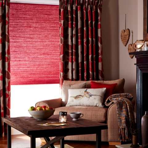Thermashade Chilli Pleated blind with curtains