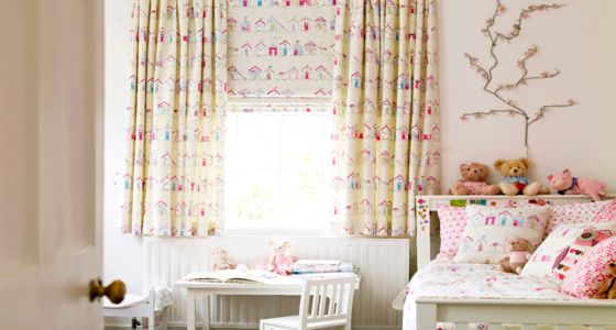 Roman blind and curtains in children's bedroom -