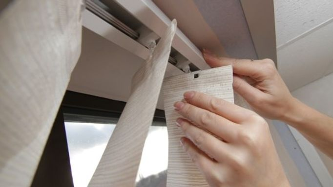 how to clean vertical blinds
