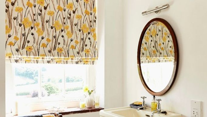 Wild-Poppies-Gold-Roman-blind